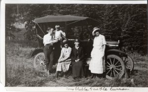 Post Card from the Dewey Collection of a family outing. Loyd Files Research Library.